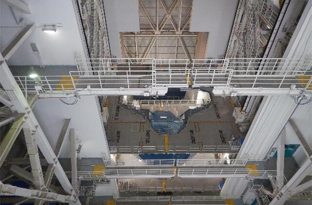 ロケットの到着を待つ大型ロケット組立棟(VAB)
