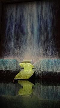 憑依する滝、人工衛星の重力