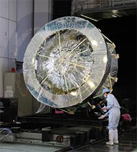 筑波宇宙センター8mφチャンバ棟で実施された、熱真空試験時の様子(2012年)