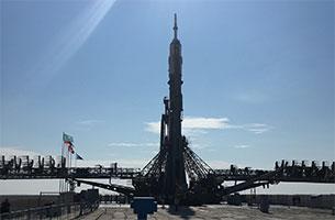 大西宇宙飛行士らが搭乗するソユーズ宇宙船が射点に到着