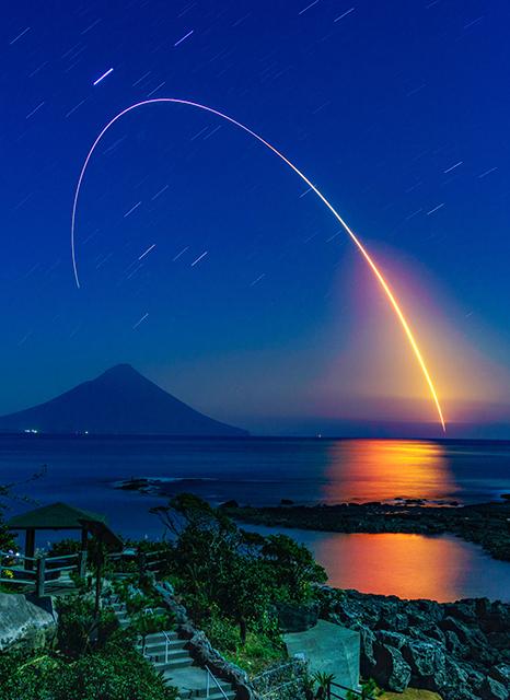 こうのとり」6号機打ち上げ写真...