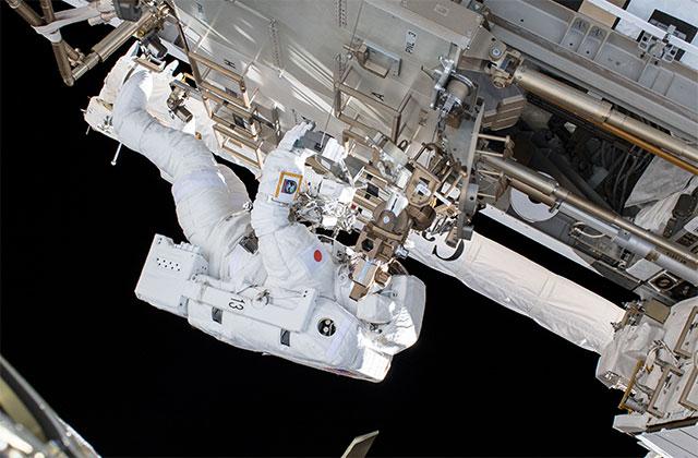 宇宙飛行士と国際宇宙ステーション(ISS)